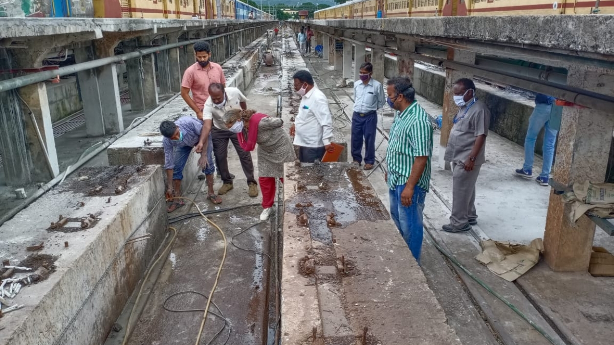 SWR's Mysuru Division adopts modern technology to cut time for renewal rails in Pit Lines at Mysuru Railway Station Yard