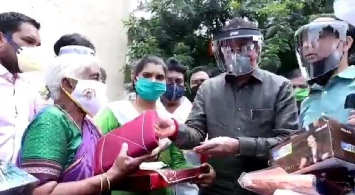 Pune: Maha Home Minister Anil Deshmukh meets 'Warrior Granny'
