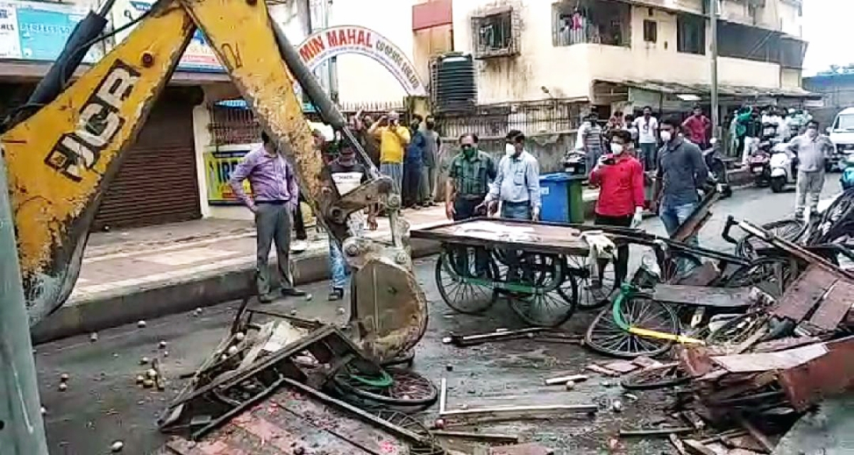 Coronavirus in Mira-Bhayandar: To enforce lockdown, MBMC starts crushing hawker carts