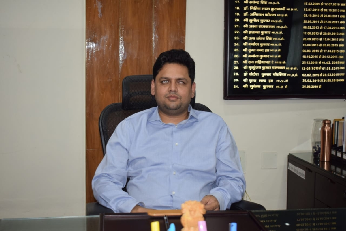 Blind officer takes over charge as Collector in Jharkhand