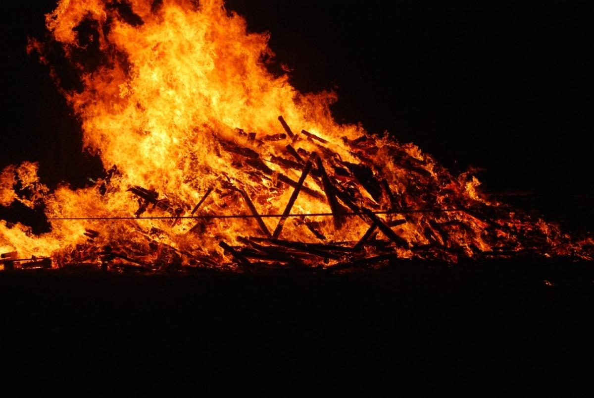 Uttar Pradesh: Woman's body taken off funeral pyre after Thakur community objects her caste