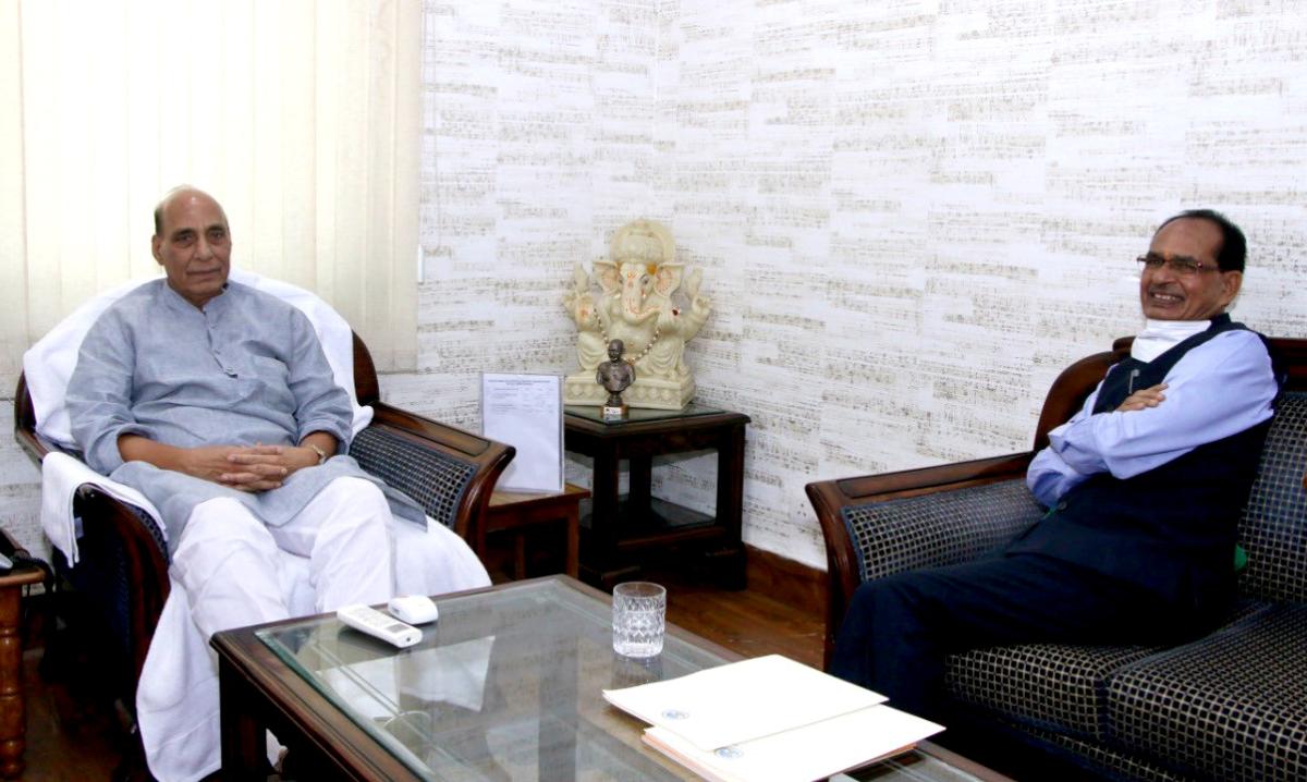 MP CM Shivraj Singh Chouhan meets Rajnath Singh in Delhi, reiterates demand for Sainik School in Bhind-Morena