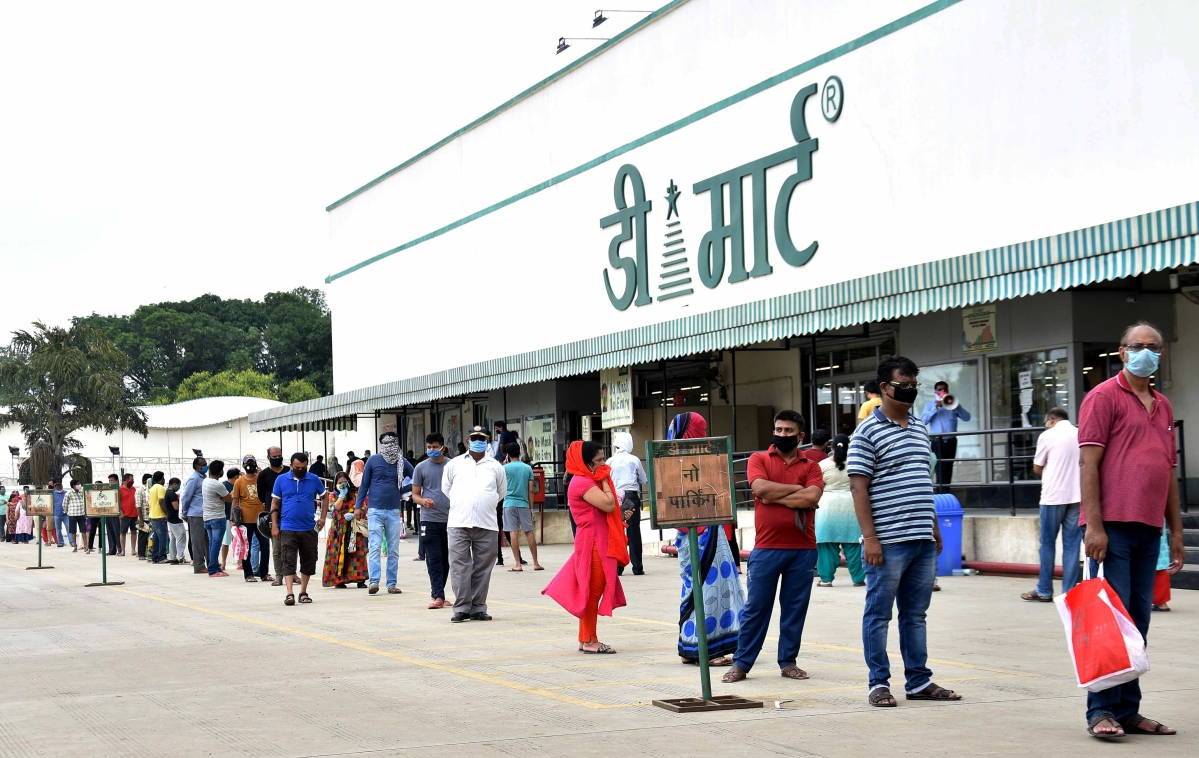 People wait in a queue to buy essential items outside D Mart ahead of the ten-day total lockdown ordered by the district administration officials scheduled from July 25 to August 3, as a preventive measure against the spread of COVID-19, in Bhopal on Thursday (Representative Photo)