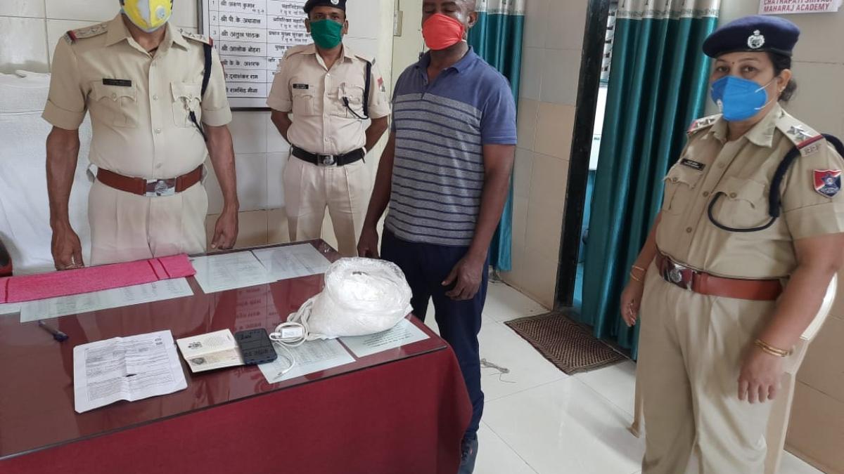 Mumbai RPF personnel detect drug worth Rs. 2 crore