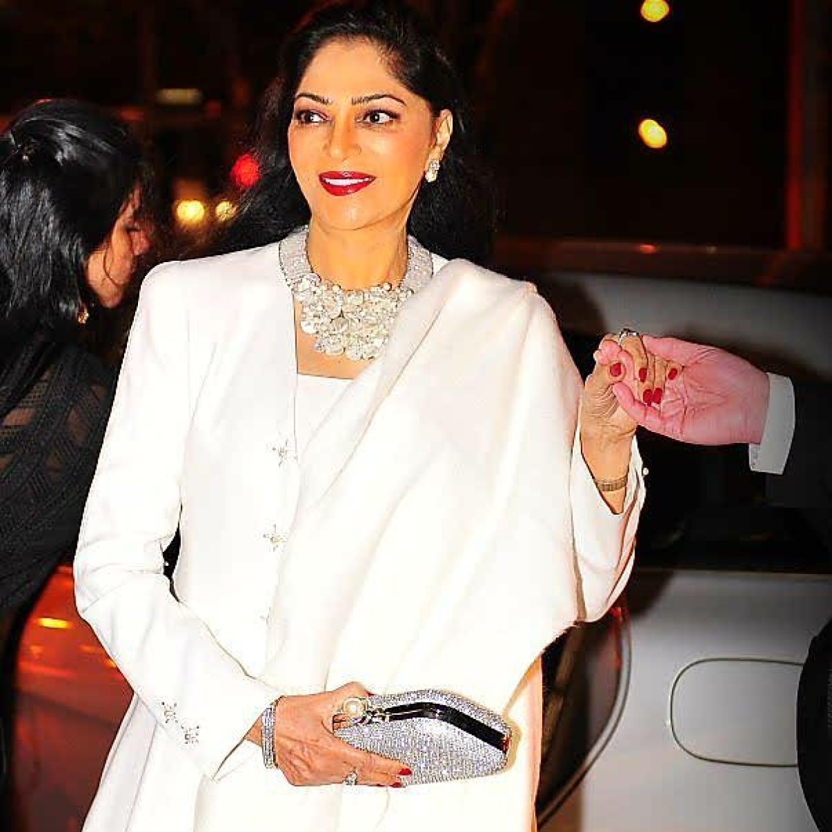 Simi Garewal says a 'powerful' person viciously tried to destroy her career; applauds Kangana Ranaut's bravery