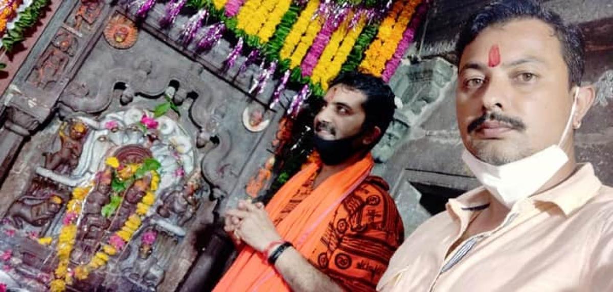 Madhya Pradesh: BJP leader Golu Shukla flouts ban, visits Nagchandreshwar Temple in Ujjain