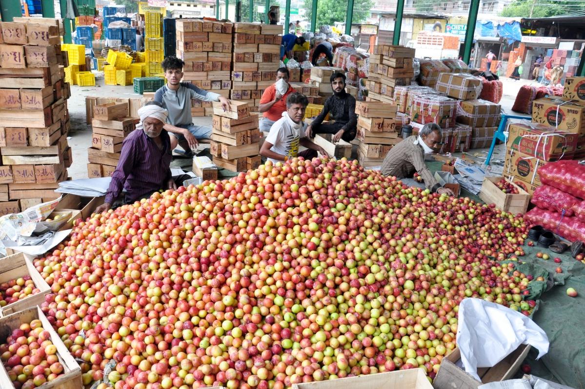 Maharashtra CM Uddhav Thackeray urges industry not to retrench workers