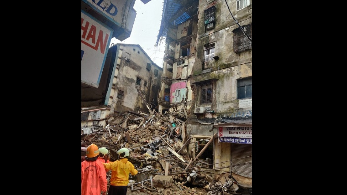 Portion of building in Mumbai's Fort collapses; second incident today
