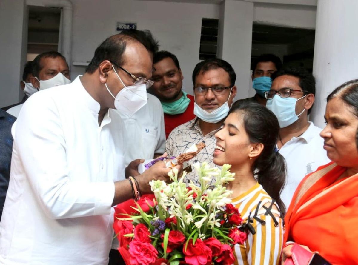 Madhya Pradesh: Chief Minister Shivraj Singh Chouhan, former CM Kamal Nath congratulate MP Board 10th students on twitter
