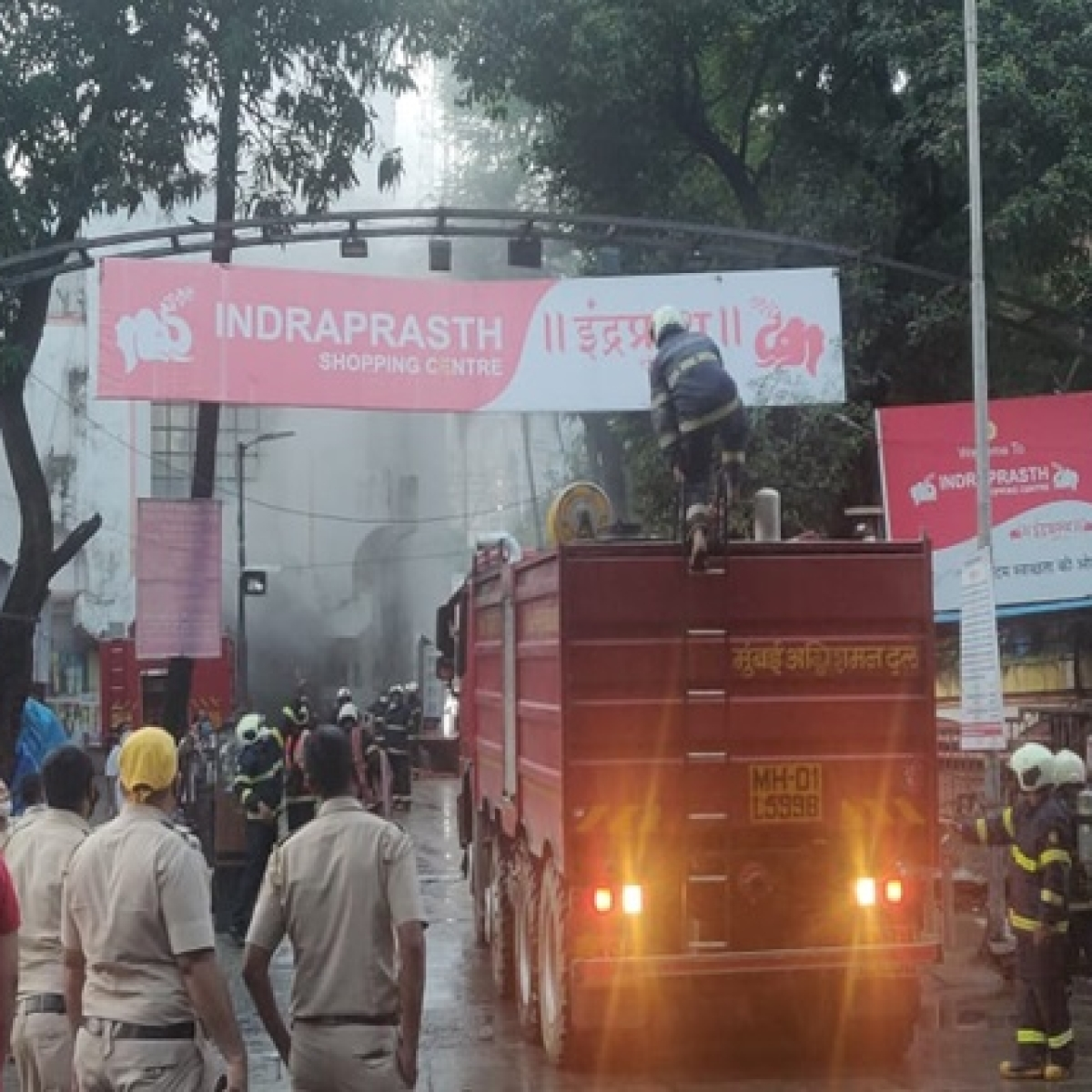 Mumbai: Major fire breaks out at shopping centre in Borivali; no one hurt