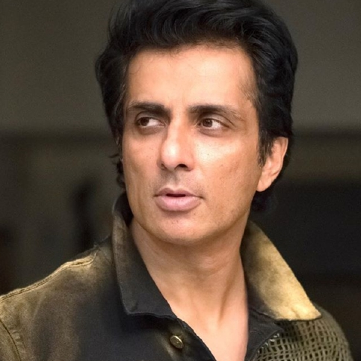 Sonu Sood offers job to Hyderabad techie selling vegetables due to COVID-19 crisis