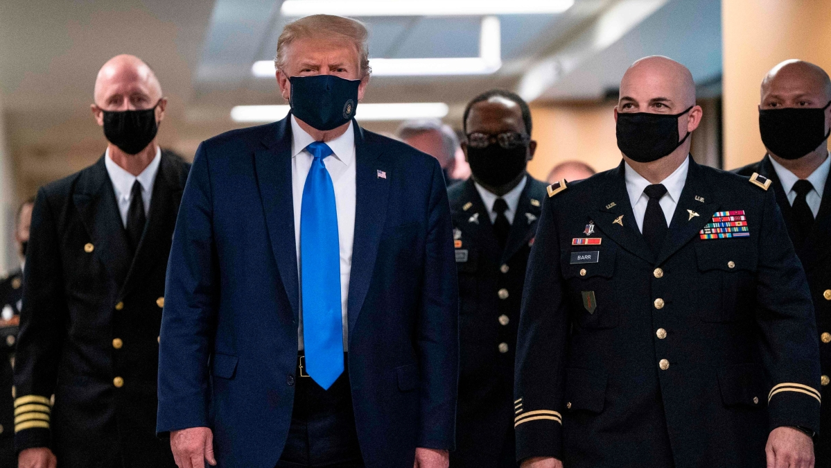 Trump wears mask in public for first time during pandemic, Twitter asks why so late