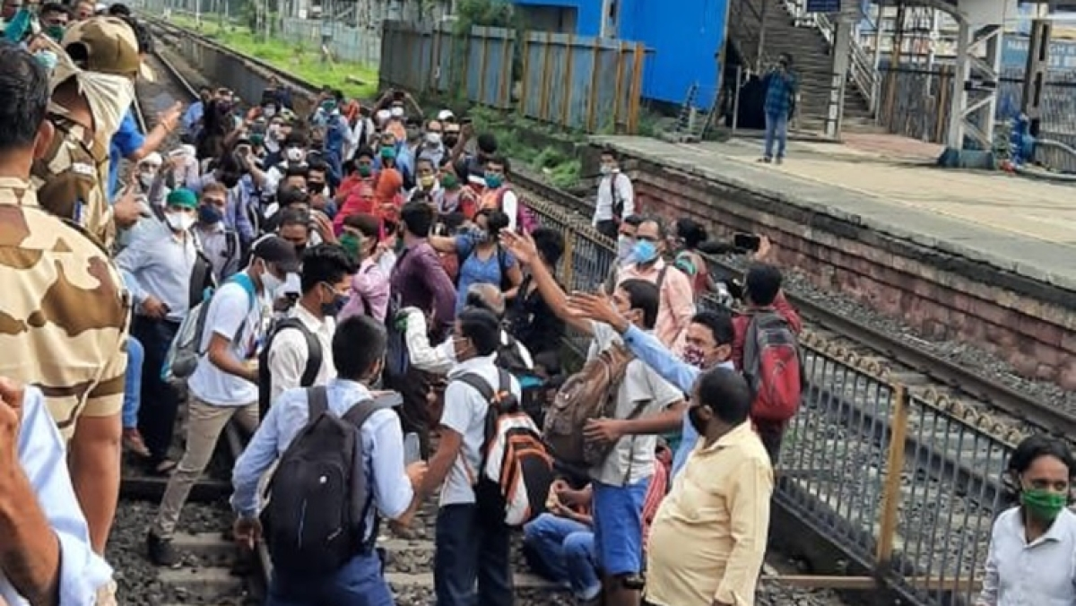 Watch: Angry commuters enter Nalasopara Railway Station and stop train over stopping of MSRTC bus