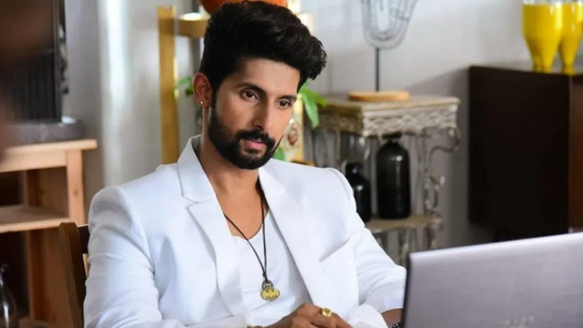 Actor Ravi Dubey's poem 'Aankde' takes a dig at industry's box office obsession