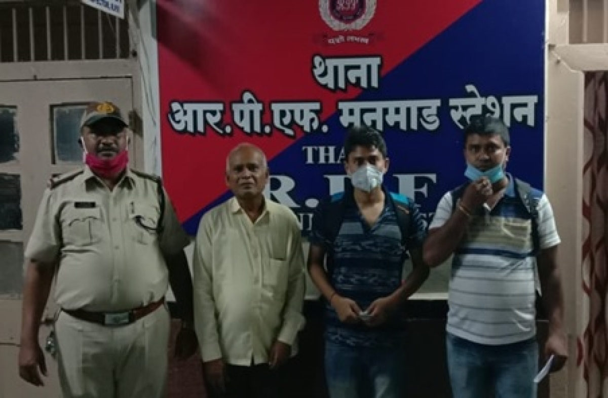 CR RPF Team helps a person reunite with his family