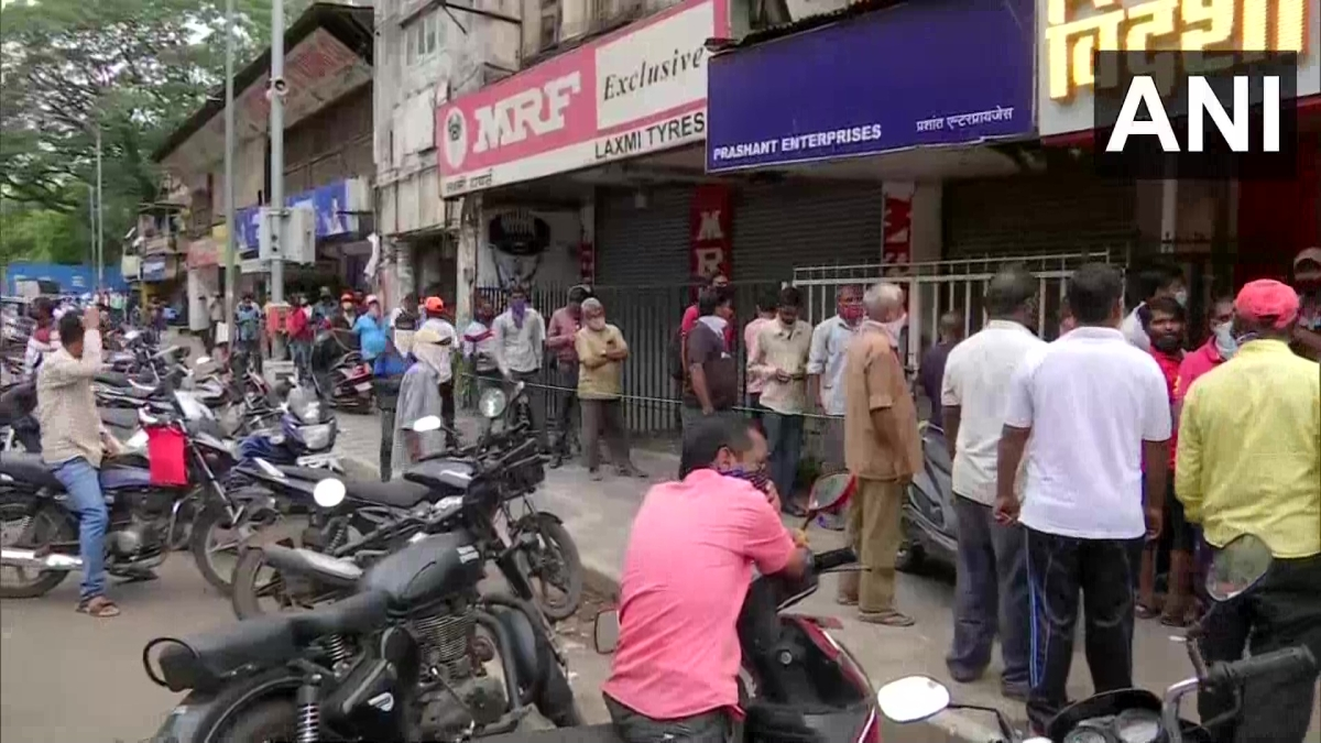 Lockdown extension in Pune: Drinkers throng to buy alcohol after announcements