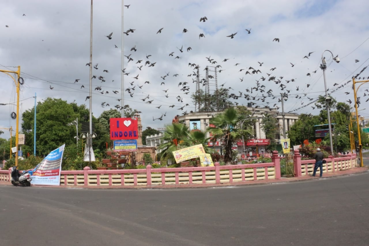 'Sunday Lockdown' in Indore: City wears a deserted look, only essential services functional