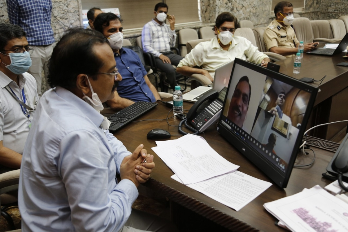 DRM Mumbai Division CR addresses press conference through video link