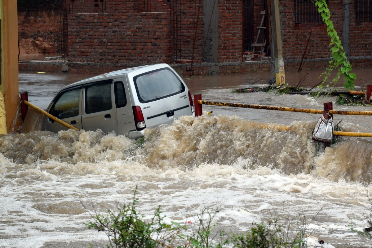 6 dead, 17 missing after flash flood sweeps through Nepal