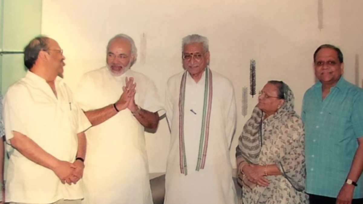 From left - Salil Singhal, Narendra Modi, Ashok Singhal, Saraswati Singhal and Arvind Singhal at the Singhal's residence in Udaipur. The picture is from when Modi was chief minister of Gujarat