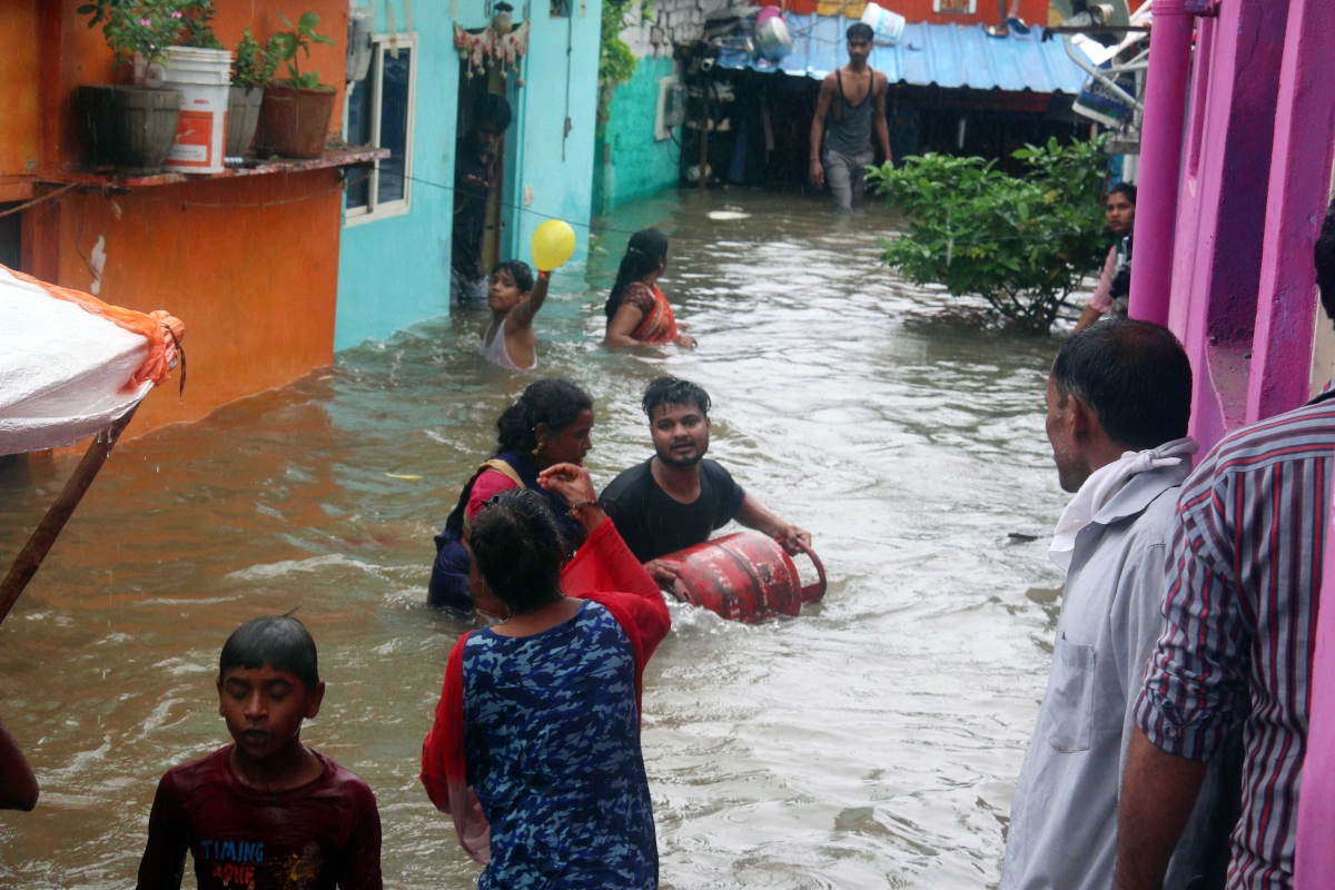 Slum-dwellers with their households move to a safer place as the water of Kaliasot river overflowing through the shanties submerged due to floods after incessant rain in at Damkheda in Bhopal on Saturday