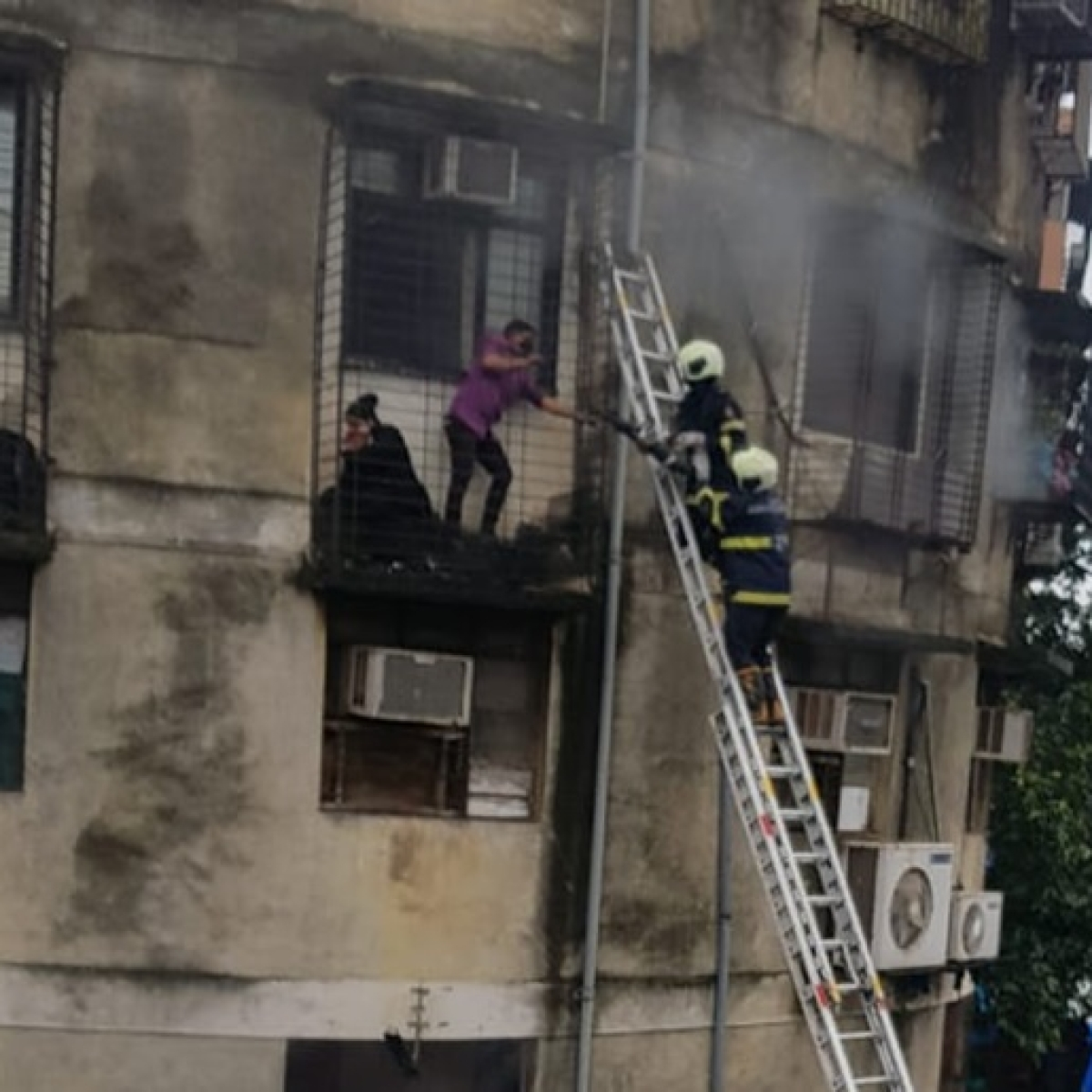 Mumbai Fire Update: Fire breaks out at a seven-storey building in SoBo's Masjid Bunder
