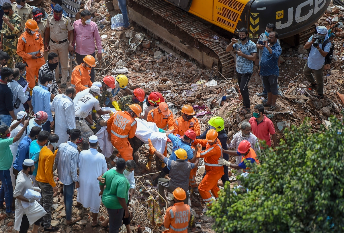 Mahad building collapse: Saw building pillars breaking before I ran out, says eyewitness