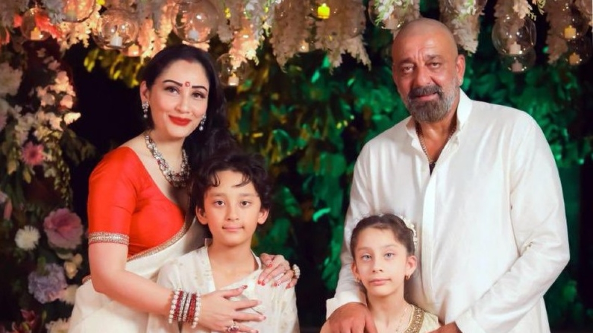 Sanjay Dutt with wife Maanayata, kids Shahraan and Iqra