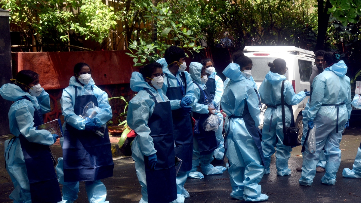 Maharashtra adds over 12,000 COVID-19 cases on second day; 390 die