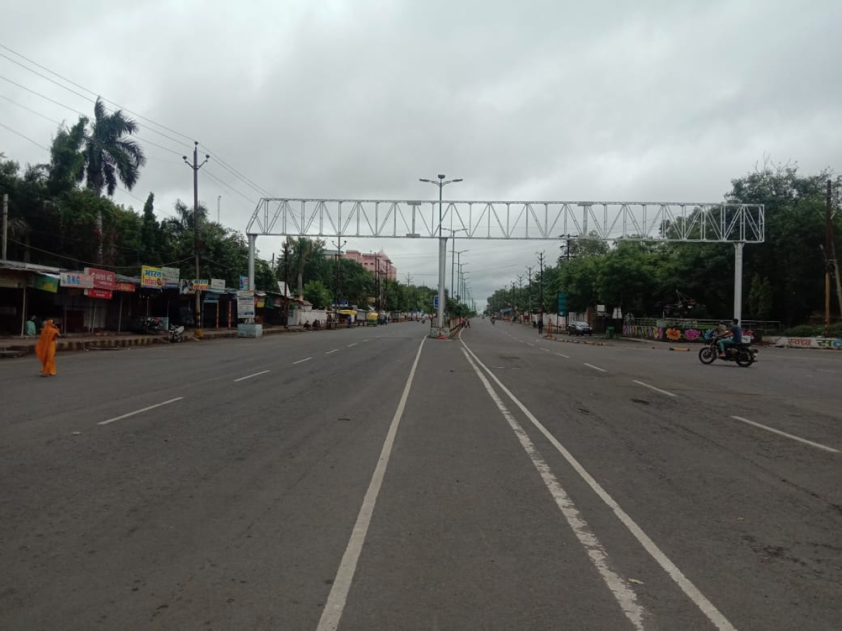 Chamunda Mata Mandir Chouraha-Makodiaam (Agar Road) almost wore a deserted look as Ujjain observed the weekly lockdown on Sunday amid unlock 3.0.