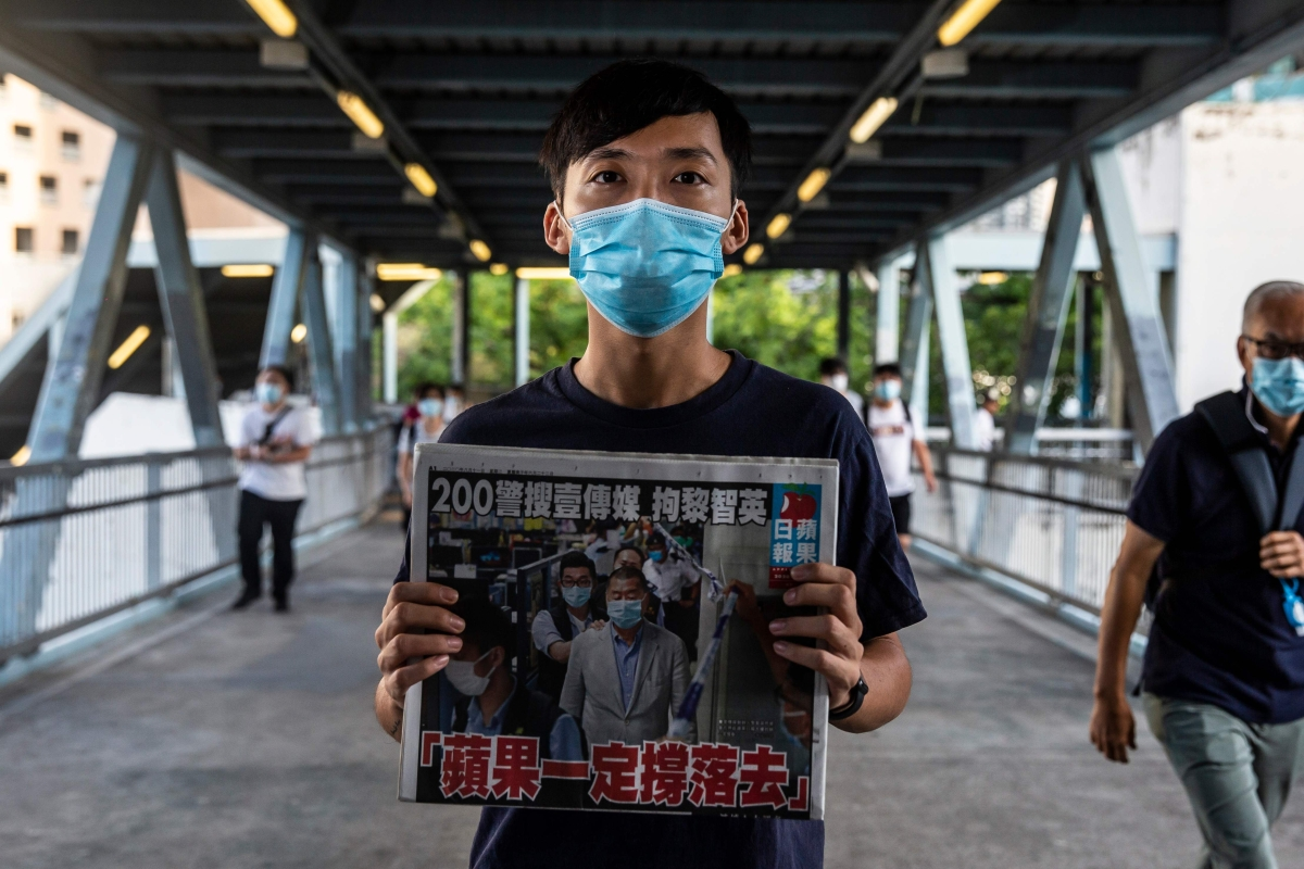 Thousands in HK buy 'Apple Daily' to support press freedom