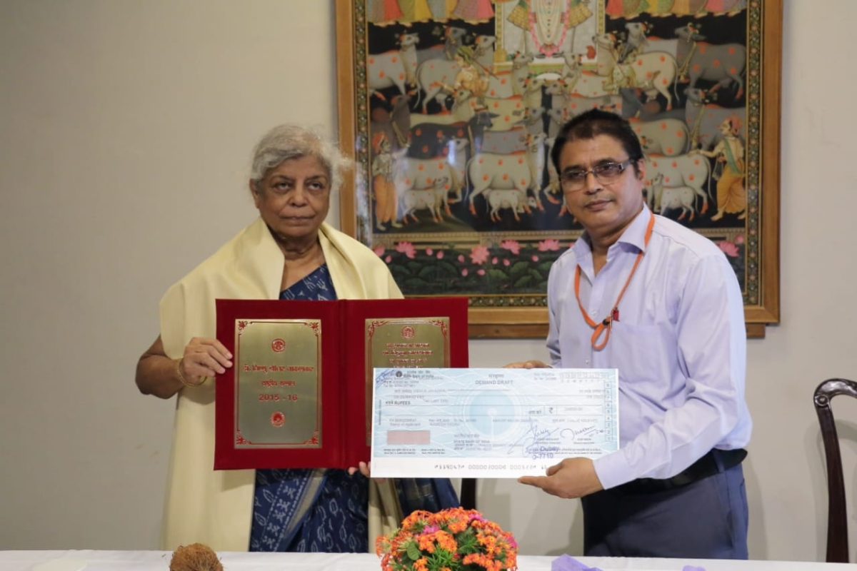 Bhopal: Prof Vidula Jaiswal awarded with Dr Vishnu Shridhar Wakankar National Award 2015-16