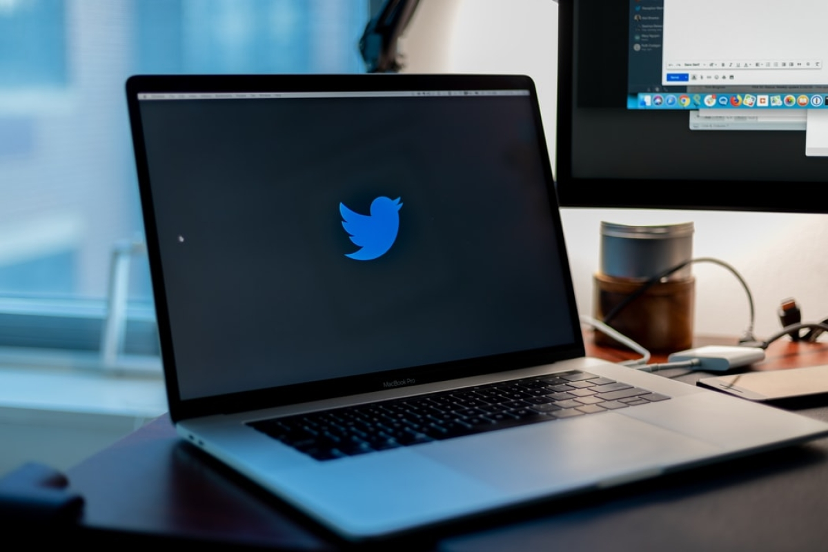 17-year-old and two others charged for hacking high-profile Twitter accounts including those of Obama, Gates, Musk