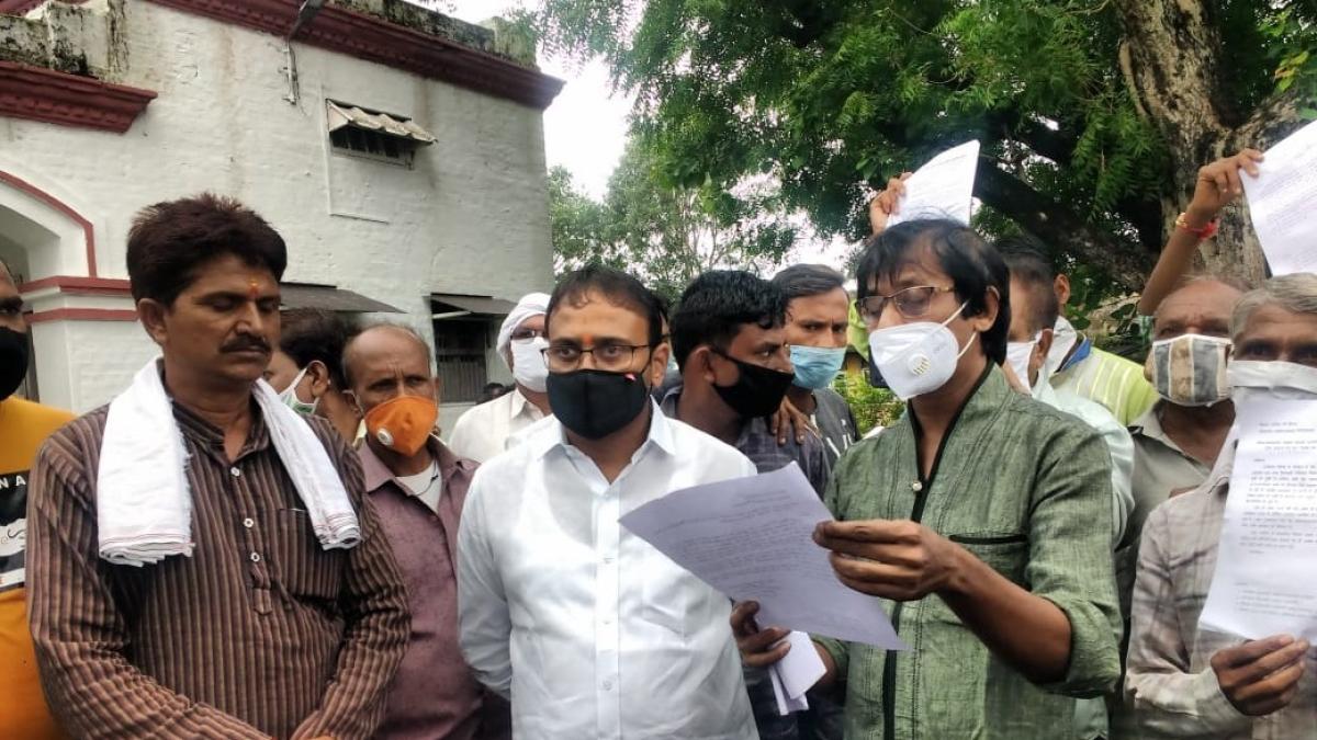 Madhya Pradesh: Over 800 PMAY beneficiaries in Sanawad demand instalment