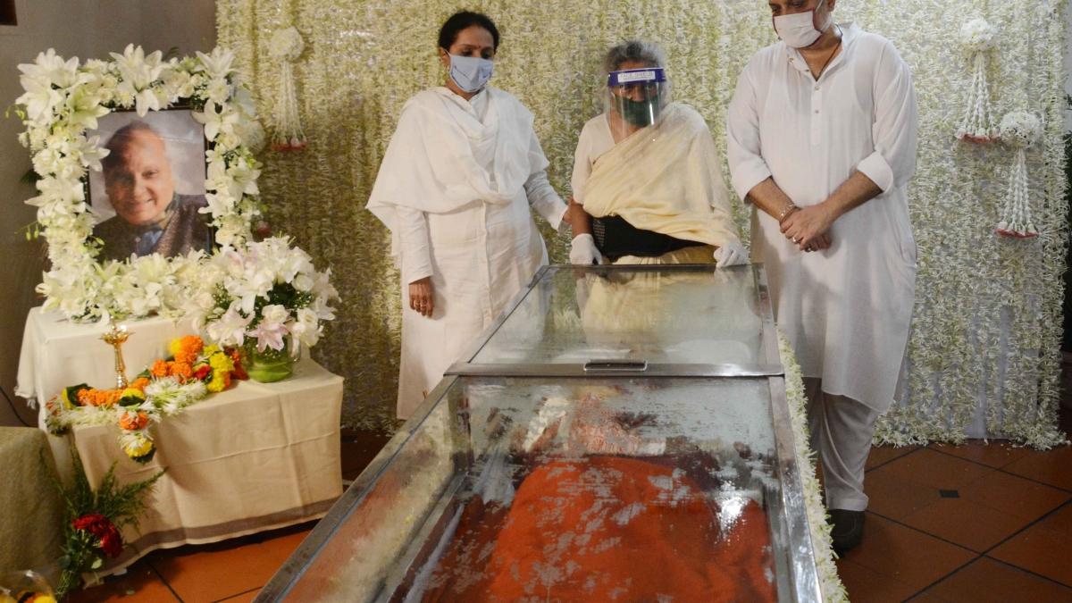 Family pays last respect to music maestro Pandit Jasraj