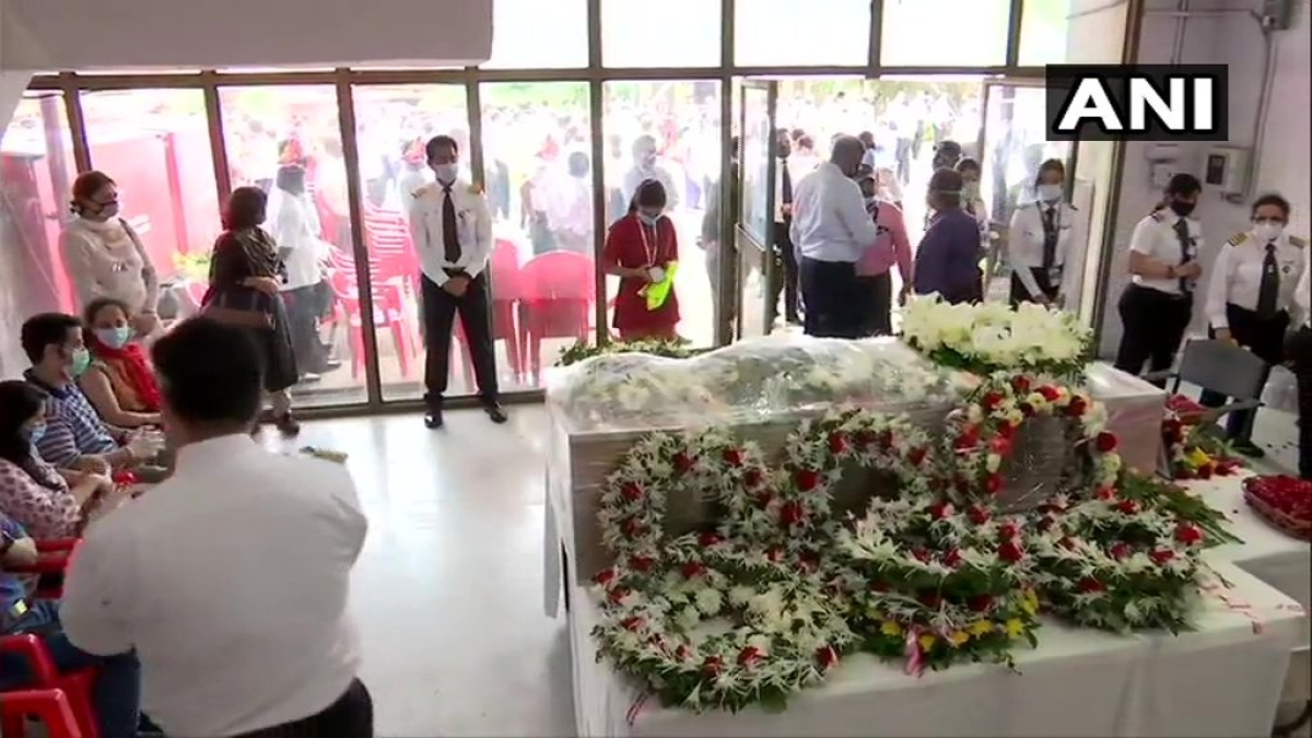 The mortal remains Captain Deepak Sathe were kept at the Air India facility near the Terminal 2 of the Chhatrapati Shivaji international airport for some time