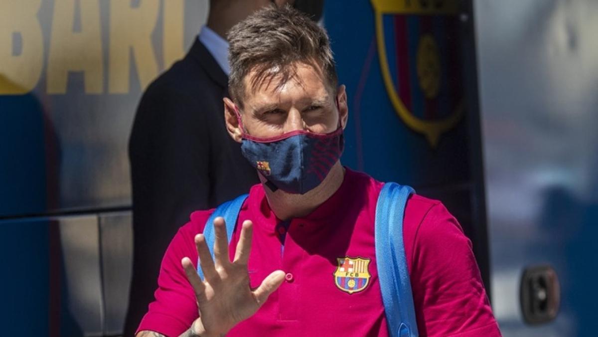 Lionel Messi shocks Barcelona, asks club to let him leave