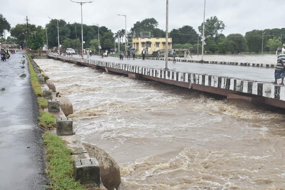 Kshipra at Barnagar Road Bridge.