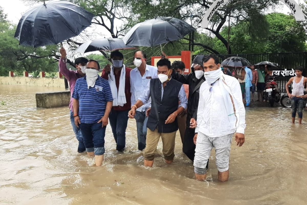 Tulsi Silawat visited parts of Indore to inspect the waterlogged areas on Saturday
