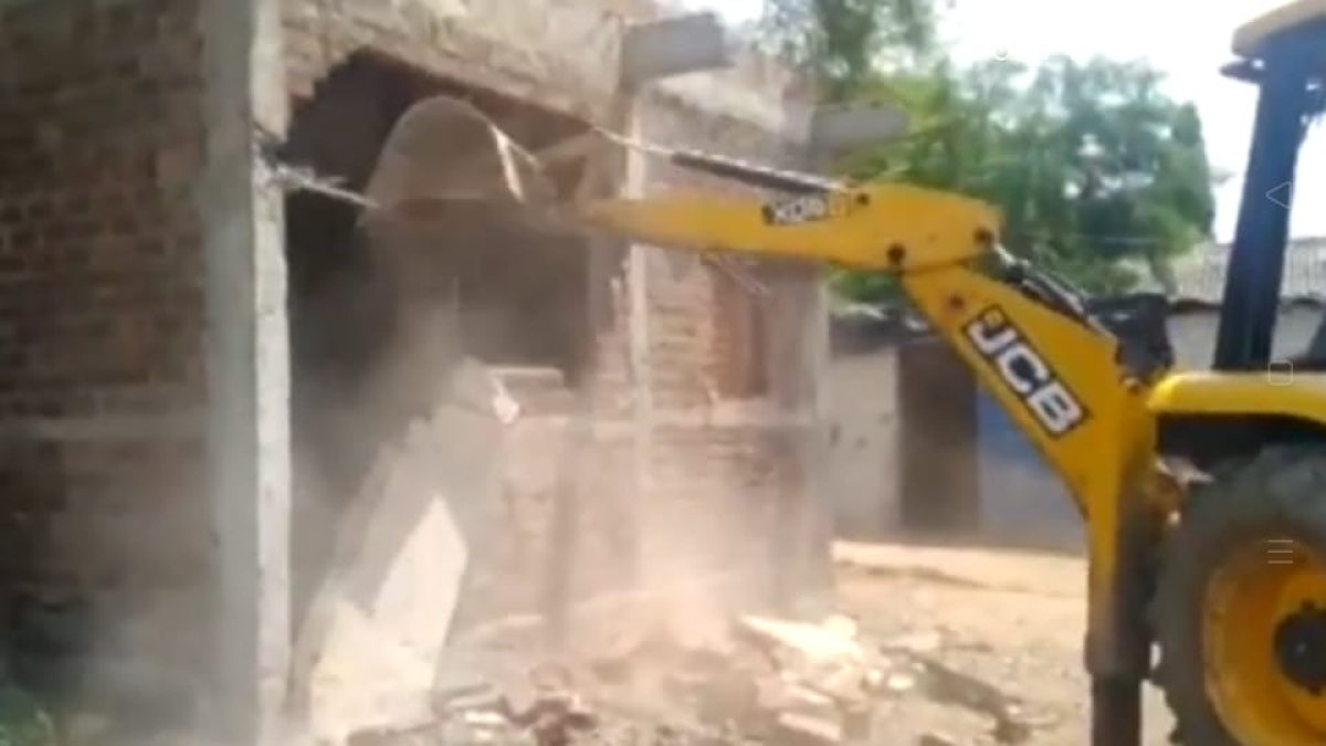 Madhya Pradesh: Failing to save her home in anti-encroachment drive, woman consumes poison in Sardarpur