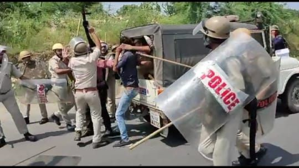 In Pictures: Violence over reservation in teacher's recruitment escalates in Rajasthan's Dungarpur