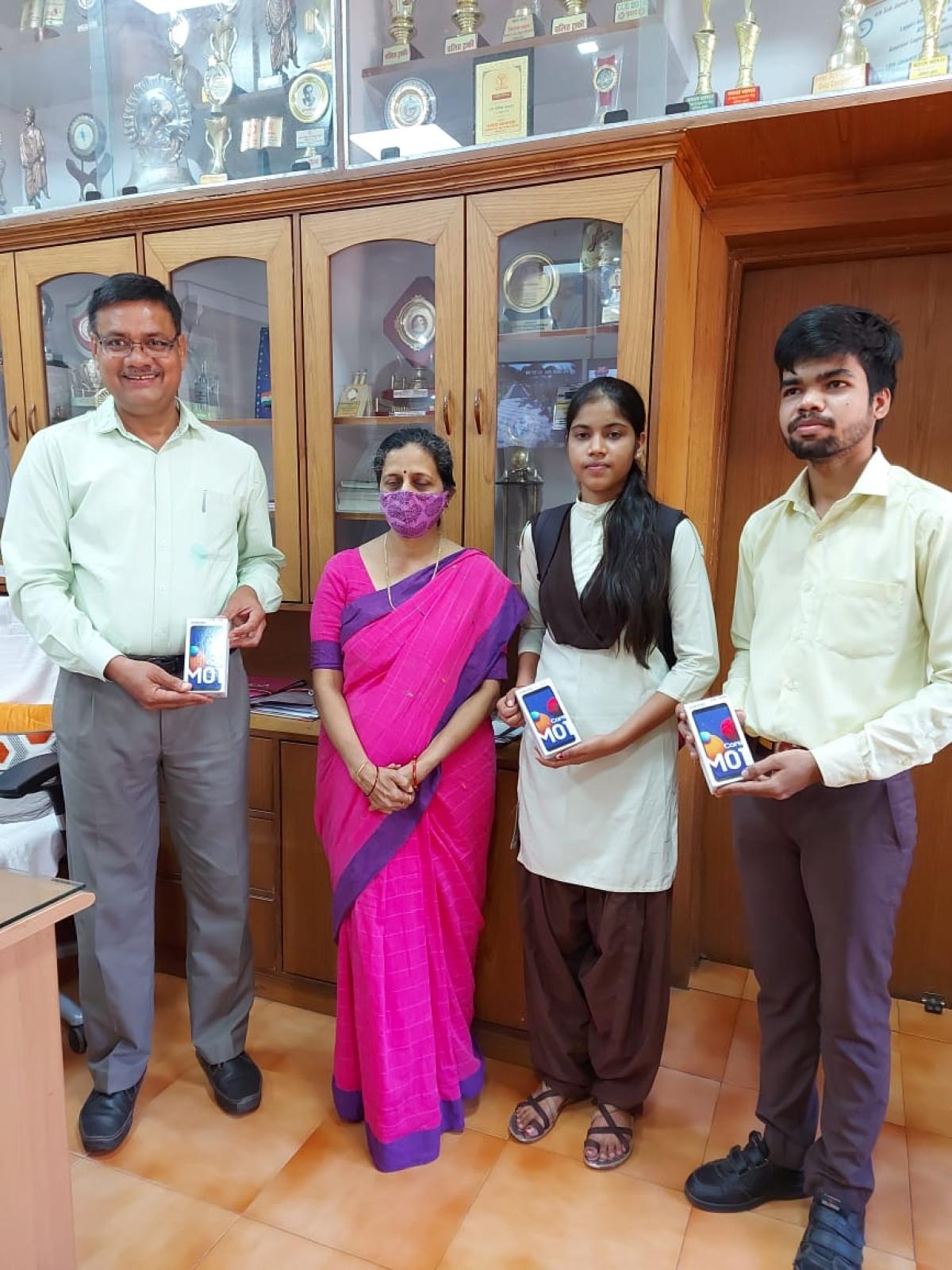 Madhya Pradesh: Book bank out, Mobile Bank comes up to aid children amid corona crisis