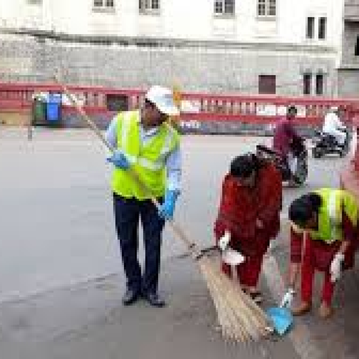 Indore: IMC commissioner gives full marks to sanitation workers