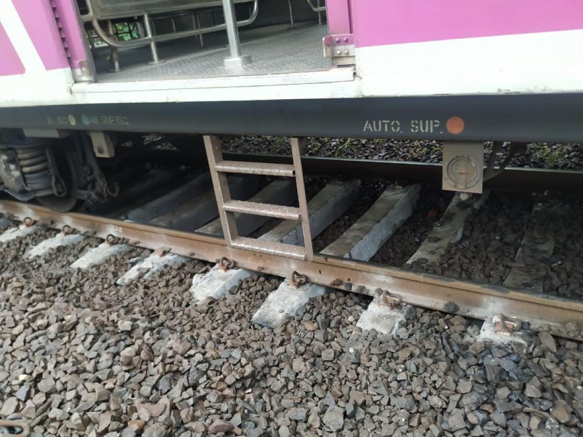 Mumbai: Local train derails near Atgaon station, no passenger hurt