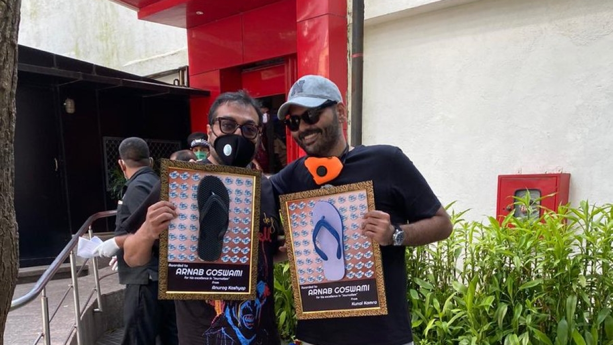 Kunal Kamra and Anurag Kashyap turn up at Republic office with a special gift for Arnab Goswami
