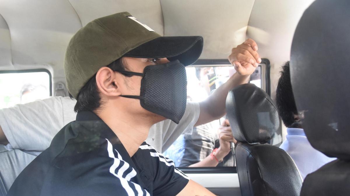 NCB says Showik Chakraborty may help 'uproot Bollywood drug citadel', Rhea to be probed