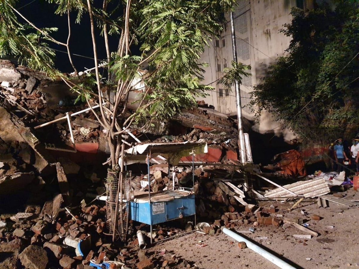Four-storey residential building collapses in Nallasopara; no casualty