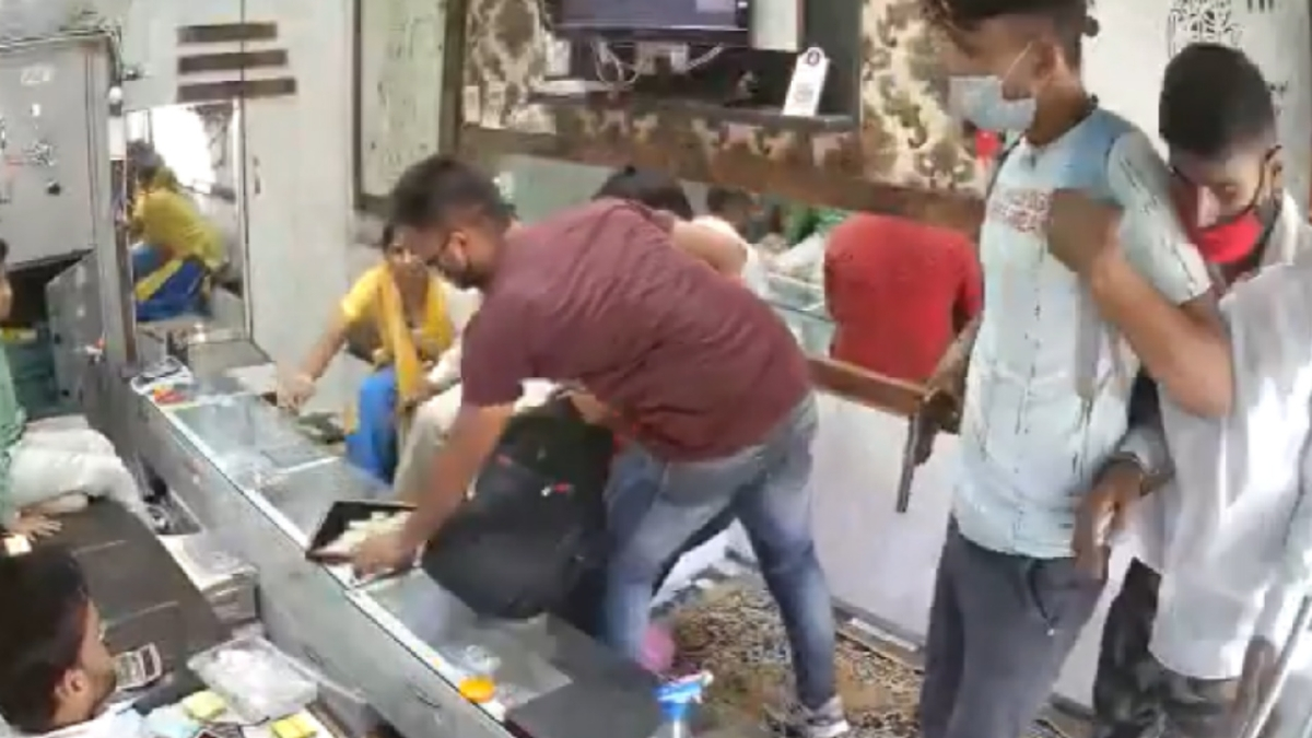 'Covid-19 compliant robbery': Three men sanitise hands before pulling gun, flee with jewellery worth lakhs in UP's Aligarh