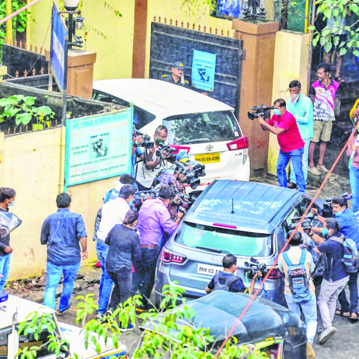 Sushant Singh Rajput Death: CBI quizzes Rhea Chakraborty's parents, hotelier questioned by ED