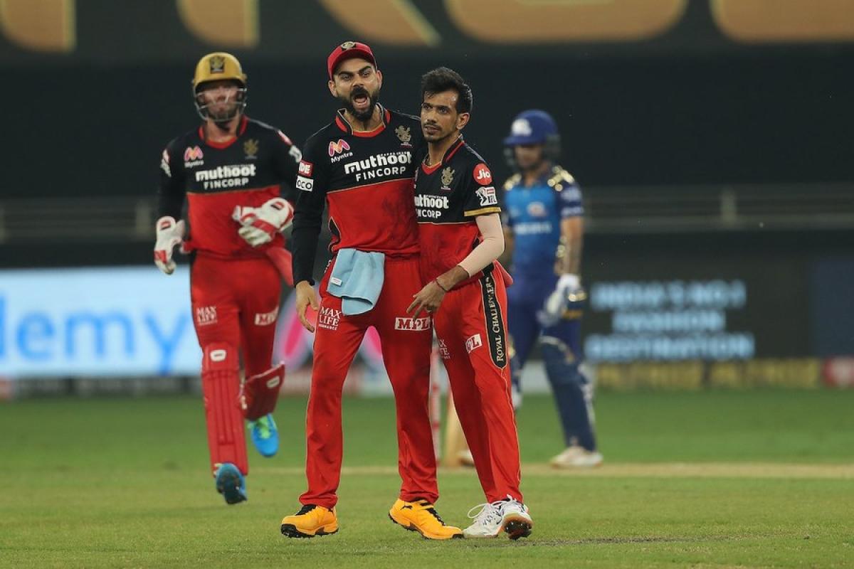 AB de Villiers (L), Virat Kohli (C), Yuzvendra Chahal (R)